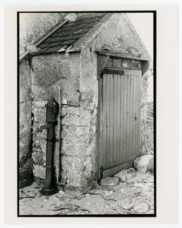 Pump attached to building, Knock Rushen farm, Scarlett,…