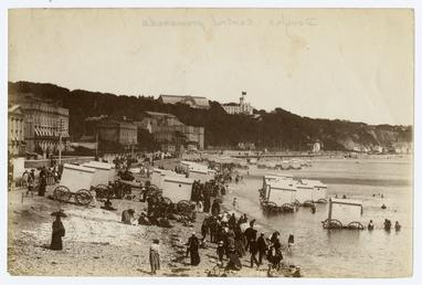 Central Promenade and bathing machines, Douglas