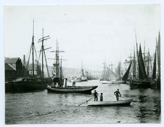 Douglas Inner Harbour and shipping