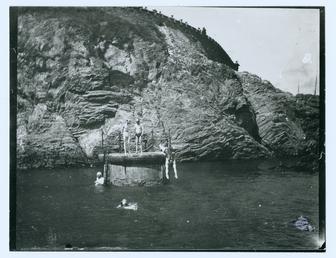 Divers at the diving platform at Douglas Head