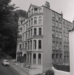 Ravenswood hotel