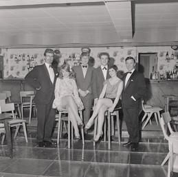 Cabaret entertainers, Beach hotel