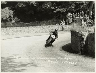 Jimmy Guthrie at Governor's Bridge, 1935 Senior TT…