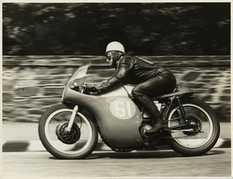 Alistair King, aboard Norton (number 61), 1958 Junior…