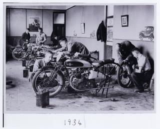 Excelsior garage at the TT (Tourist Trophy)?