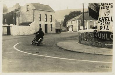Rider entering Parliament square, Ramsey, 1929 (?) TT…