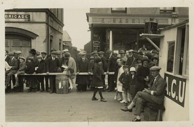 Spectators at Parliament Square, Ramsey, 1929 (?) TT…