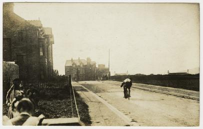 1909 TT (Tourist Trophy) rider heading along Albany…