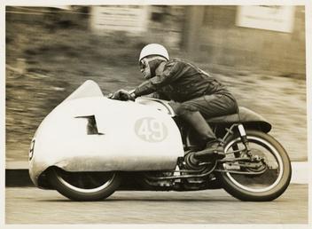 Bob McIntyre on Norton number 49, 1955 Senior…