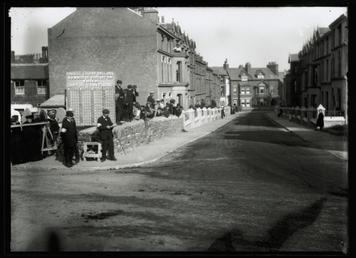 1906 Tourist Trophy motorcar race, Church Street, Peel