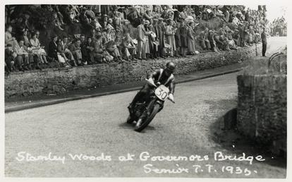 Stanley Woods riding machine number 30, 1935 TT…