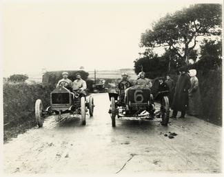 Motorcar no.4 Algernon Lee Guinness in a Darracq…