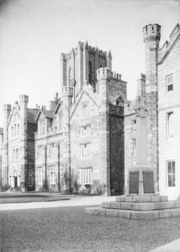 King William's College, Courtyard