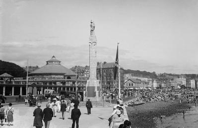 View of Harris Promenade, Douglas with war memorial,…