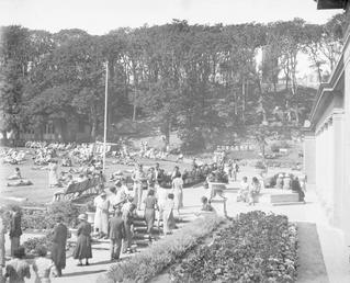 Visitors in Villa Marina gardens, Douglas