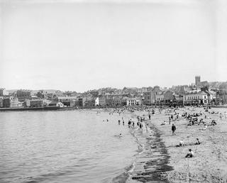 Crowds on Peel beach with town in background