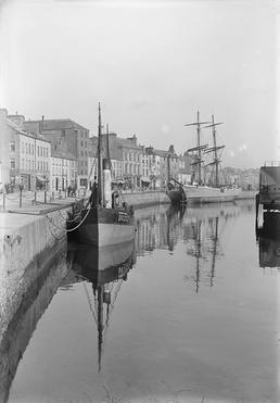 North Quay, Douglas harbour with vessel DO272 'Tudor…
