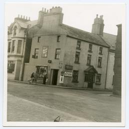 Munn's Gable, corner shop, Shore Road, Peel