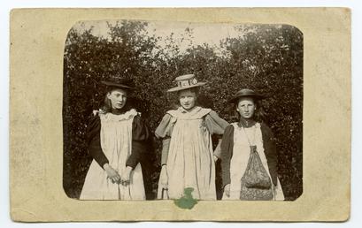 Annie or Nellie Cowell, Alice Corlett, Katie Corlett,…