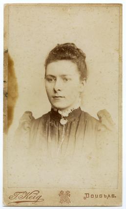 Sarah Gelling - studio portrait