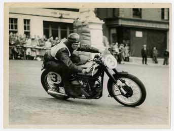 Albert Moule racing in 1947 Manx Grand Prix