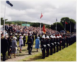 Elizabeth II in procession making its way from…