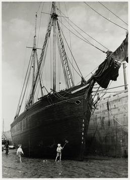 The schooner 'Margaret Garton' alongside Port St Mary…