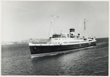 Mona's Isle' approaching berth at Douglas