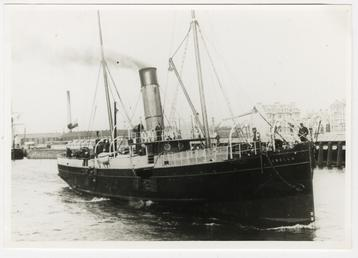 The 'Fenella I' (1881-1929) leaving Ramsey Harbour