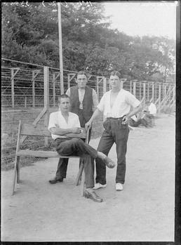 First World War internees in front of the…